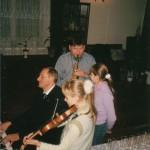 Wiktor Bramski podczas wieczoru u jego rodziny, Ryga, Łotwa.